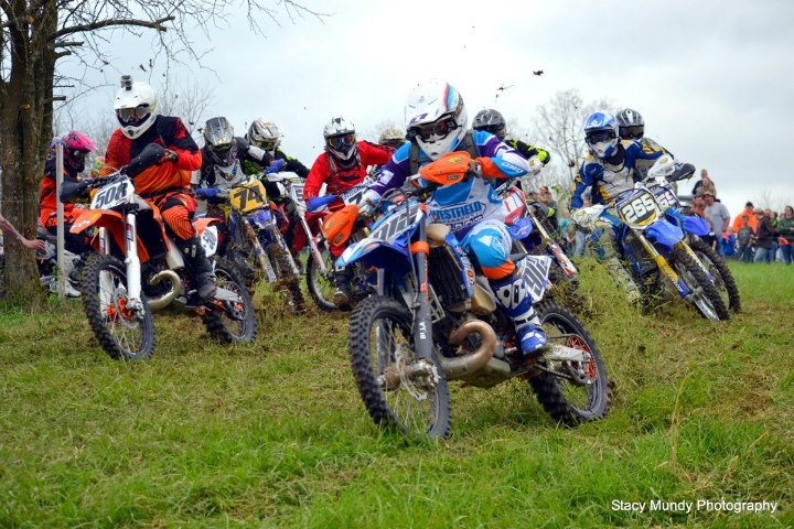 Jake Bulach and Clint Parker battling for the Heavy A Holeshot