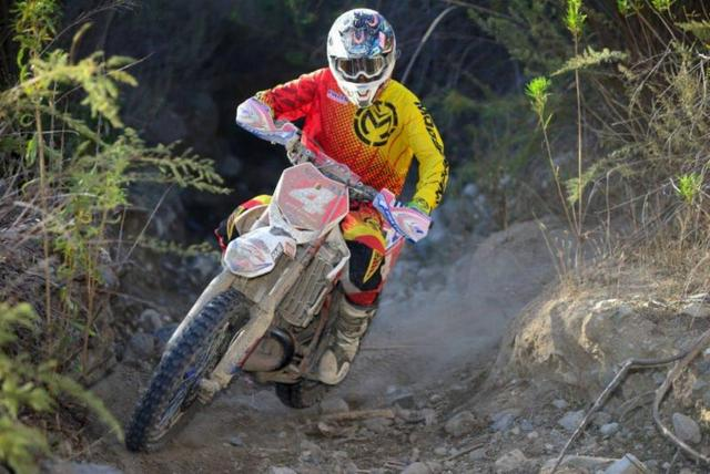 Ryan Abbatoye doing the day at the 24 hr. (Dirt Bike magazine photo)