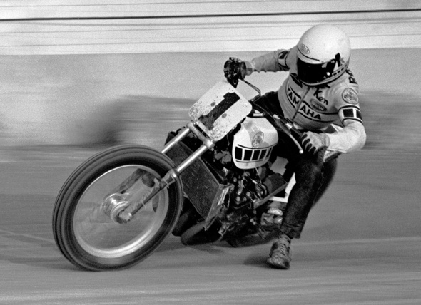 2014-0808-IN-Indy-Mile-PHOTO-C-Kenny-Roberts-TZ750